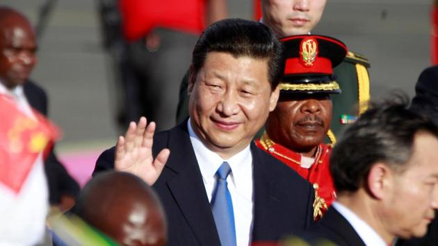 FILE PHOTO: Chinese President Xi Jinping bids farewell to well wishers as he prepares to depart from the Julius Nyerere International Airport in Dar es Salaam, Tanzania, March 25, 2013. REUTERS/Thomas Mukoya/File Photo(REUTERS)