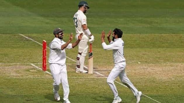 Stand-in skipper Ajinkya Rahane and all-rounder Ravindra Jadeja celebrating a wicket during Boxing Day Test at MCG(Twitter)
