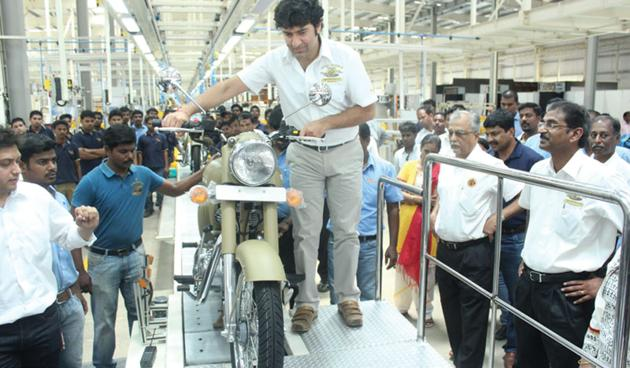 Siddhartha Lal at the roll-out of the first bike from the Oragadam plant in Tamil Nadu.(Photo courtesy Eicher Motors)