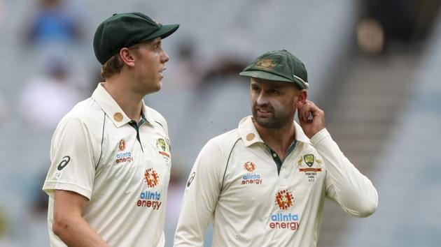 Australia's Cameron Green, left, talks with teammate Nathan Lyon during play on day two of the second cricket test between India and Australia at the Melbourne Cricket Ground.(AP)