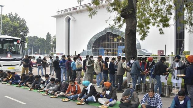 Farmers and their supporters have 'langar', arranged by Delhi Gurdwara Management Committee, outside the Vigyan Bhavan during their talks with the government over farm reform laws in New Delhi on Monday.(PTI Photo)