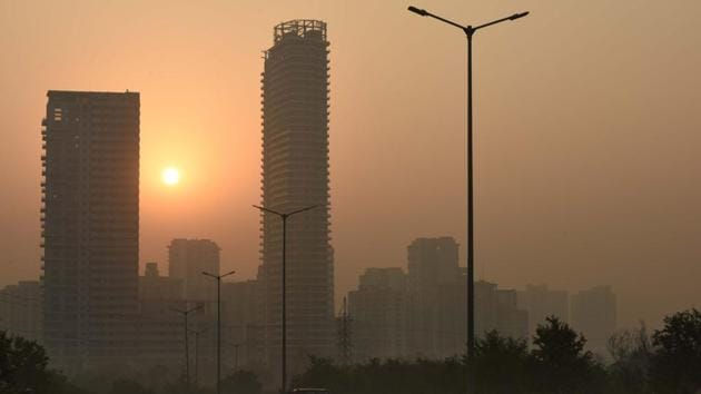 Gurugram and Faridabad last had a 'moderate' air day on December 15, Noida on December 14, Greater Noida and Ghaziabad on November 27.(Parveen Kumar/Hindustan Times file photo)