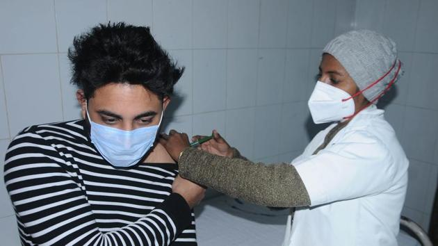 A doctor administers a mock Covid-19 vaccine during a dry run programme at Govt Rajindra Hospital in Patiala on January 3. Poonawalla also said the first 100 million doses of the vaccine were being sold to the government at a special price of ₹200 per dose, after which prices would be higher. (Bharat Bhushan / HT Photo)