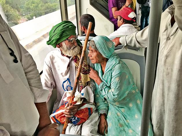 "Devotees on their way to the Sufi shrine of Ali Hujwiri in Lahore. Every two minutes, the wife would lean over and ask, ""Thak ta nai gy ho? Datta sahib any wala hai."" Are you feeling tired? Don't worry, we are very close to the shrine of Datta sahib.(Faizan Ahmad)"