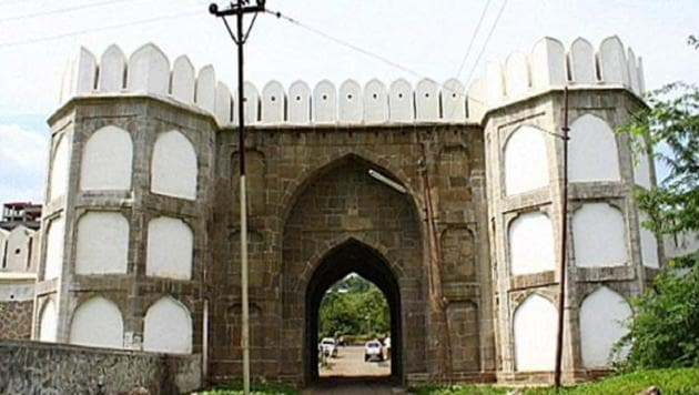 The fort complex, located in the heart of the Maharashtra city, which is named after Aurangzeb, has suffered damages over a period of time and lost its past glory.(Facebook)