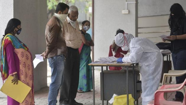 A health care worker registering people during Covid-19 screening at Goregaon in Mumbai on January 4. A total of 10,362 patients were discharged after treatment during the day, taking the tally of recoveries in Maharashtra to 18,47,361. (Satyabrata Tripathy / HT Photo)