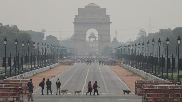 Pedestrians cross the road at India Gate in New Delhi on January 5. The Covid-19 case fatality rate of India stands at 1.45%. There were 231,036 active cases of Covid-19 in the country as of January 5 which comprises 2.23% of the total caseload, according to the health ministry's data. (Sanchit Khanna / HT Photo)