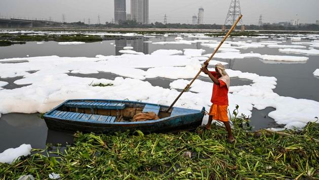 CPCB convened a meeting on January 4, with the officials of Delhi and Haryana to discuss the recurring issue of increase in Ammoniacal Nitrogen in the Yamuna and short and long term remedial actions required.(AFP PHOTO.)