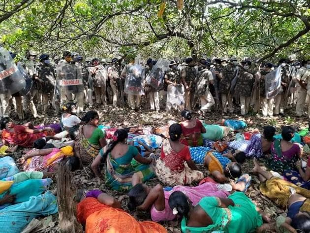 Women chose to lie down on the path leading to the proposed site for IIT-Goa campus on Wednesday.(HT photo)