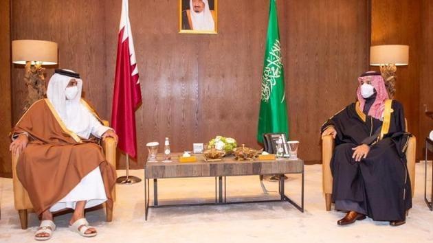 Saudi Arabia's Crown Prince Mohammed bin Salman met Qatar's Emir Sheikh Tamim bin Hamad al-Thani during the Gulf Cooperation Council's (GCC) 41st Summit at Al-Ula in Saudi Arabia on Tuesday.(REUTERS PHOTO.)