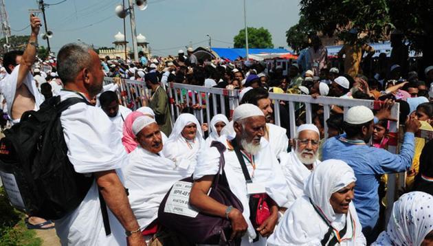 Haj pilgrims wave to relatives and friends at Taj-ul-masajid transit point before leaving for Haj in Bhopal. (Mujeeb Faruqui/HT file photo)