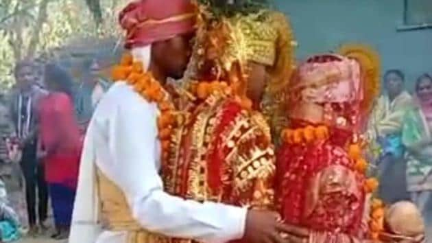 The marriage ceremony, which took place on January 5, was attended by about 500 people. Seen here is Chandu Maurya getting married. (HT Photo)