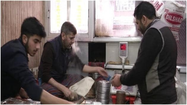 Kashmiri meat delicacy 'Harisa' in high demand during winter in Valley(ANI)