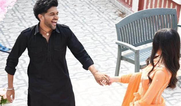 Guru Randhawa piqued the curiosity of fans with his new Instagram post.