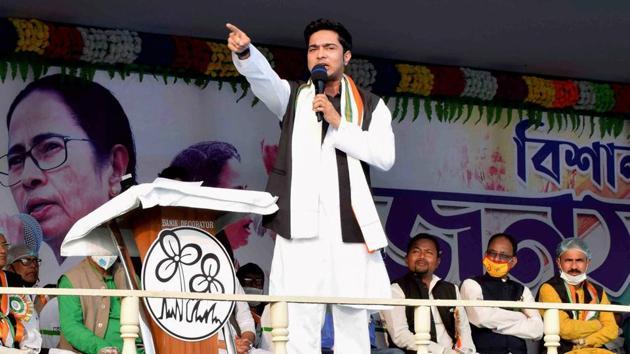 Trinamool Congress (TMC) leader and West Bengal chief minister Mamata Banerjee's nephew Abhishek Banerjeeaddresses a public rally at Gangarampur in South Dinajpur district on Jan 7, 2021.(PTI)