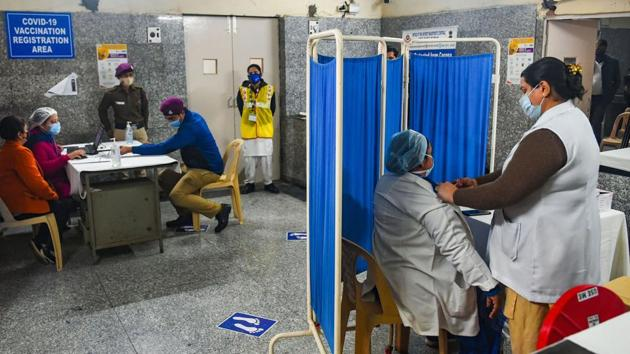 Healthcare workers conduct a dry run as part of preparedness for the administration of the Covid-19 vaccine.(PTI PHOTO.)
