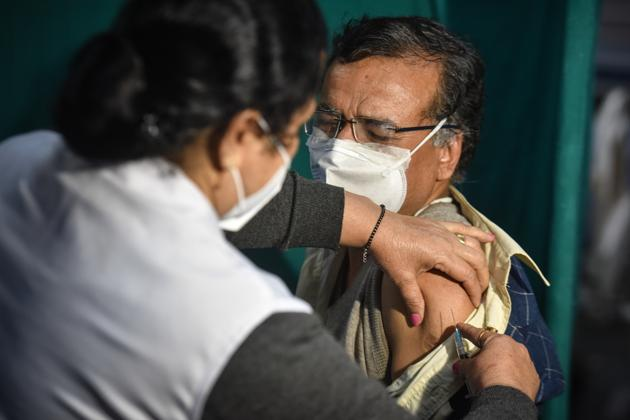 Health workers conduct a dry run of Covid-19 vaccination programme, New Delhi, January 6, 2021(Sanchit Khanna/HT PHOTO)