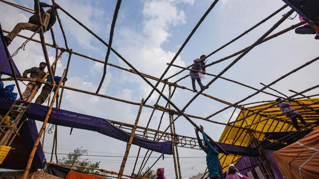 Work underway on waterproof tent shelters at the Singhu border protest site on January 5. Braving severe cold and sporadic rains, thousands of farmers from Punjab, Haryana and some other parts of the country have been camping at several Delhi border points for over 40 days. (Amal KS / HT Photo)