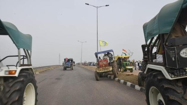 Farmers make their way towards Singhu Border from Tikri on January 7. Enacted in September last year, the three farm laws have been projected by the Centre as major reforms in the agriculture sector that will remove the middlemen and allow farmers to sell their produce anywhere in the country. (Vipin Kumar / HT Photo)
