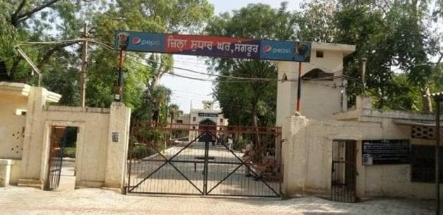The Sangrur District Jail superintendent Balwinder Singh, his deputy Amar Singh and warder Gurpartap Singh were booked for giving facilities to prisoners after taking bribe.(HT file photo)