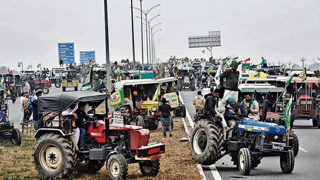 The tractor march began from the UP Gate around 9.30am. They drove on the inner lanes of the Delhi-Meerut expressway for about an hour to reach the EPE's Dasna interchange.