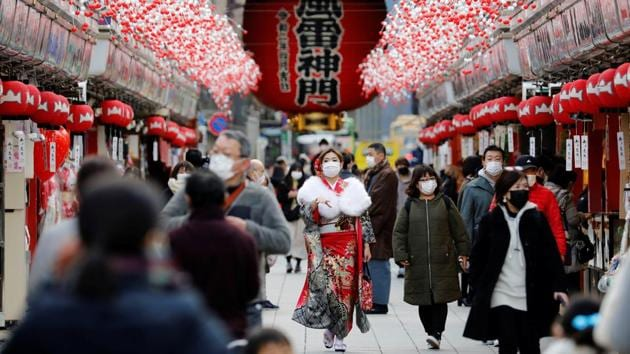 A woman wearing kimono makes her way at Asakusa district in Tokyo on January 8. Commuters wait for a train while on their way home, in Tokyo on January 5. People largely complied with government requests to refrain from going out during the previous state of emergency. But Prime Minister Suga said in a January 4 press conference that the movement of people in the Tokyo area had not fallen much in December, despite pleas to stay at home. (Kim Kyung-Hoon / REUTERS)