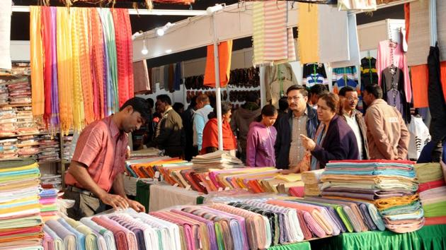 Nearly 80,000 khadi shirts, shawls and stoles would be required to be knitted in the first phase to give as gifts to grade IV employees.(Diwakar Prasad/ Hindustan Times)