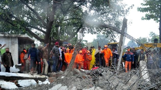 NDRF team conducts rescue operations after the roof of a crematorium collapsed in Muradnagar, Ghaziabad, on January 3.(HT file)