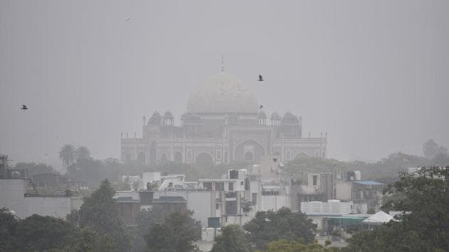 Minimum temperatures are expected to fall in Delhi from January 11.(Sanjeev Verma/HT PHOTO)