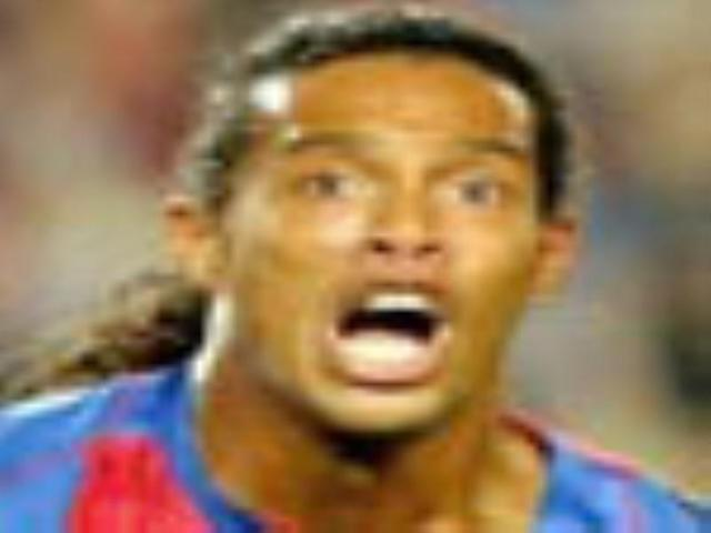 Ronaldinho secures first win for Barca