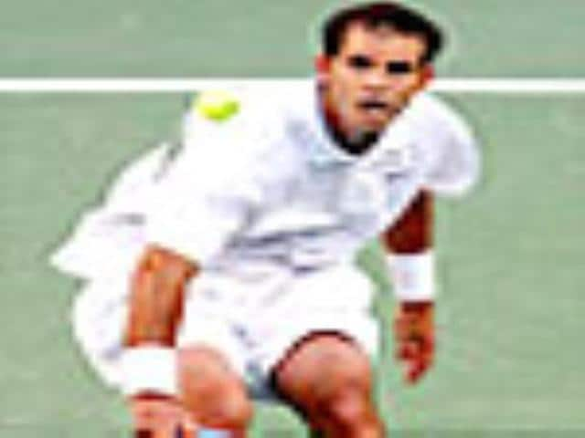 Sampras cheers for Federer to win fifth Wimbledon in a row