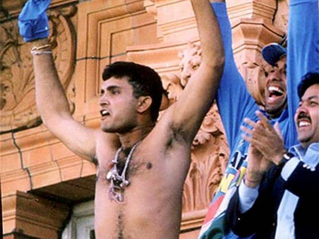 Sourav-Ganguly-swirls-his-shirt-after-India-defeated-England-in-the-final-match-of-the-Natwest-Trophy-at-the-balcony-of-the-Lords-in-London-in-2002-file