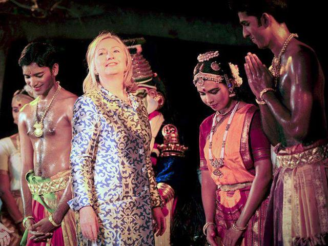 US-secretary-of-state-Hillary-Clinton-C-poses-for-pictures-with-classical-dancers-after-they-performed-Bharatanatyam-at-the-Kalakshetra-cultural-center-in-Chennai