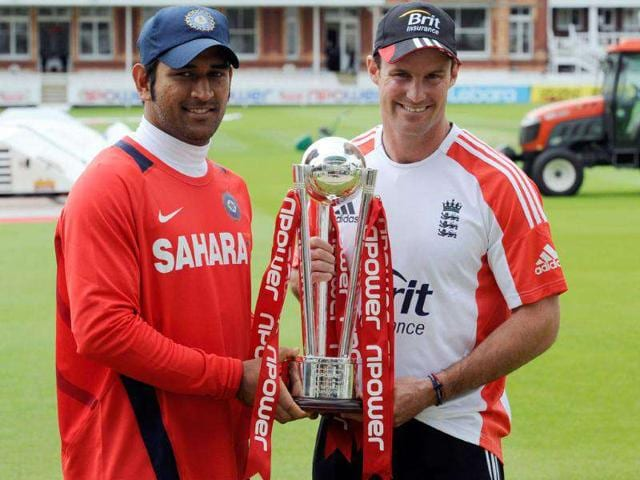 England-s-Andrew-Strauss-right-and-India-s-Mahendra-Singh-Dhoni-pose-with-the-Npower-trophy-at-Lord-s-cricket-ground-London