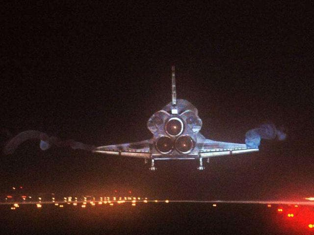 The-space-shuttle-Atlantis-lands-at-Kennedy-Space-Center-in-Florida-ending-its-13-day-mission
