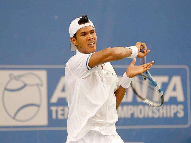 Somdev-Devvarman-plays-a-forehand-during-a-quarterfinal-match-against-Mardy-Fish-at-the-Atlanta-Tennis-Championships-at-the-Racquet-Club-of-the-South