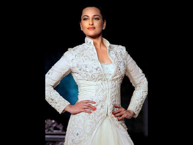 Sonakshi-Sinha-turned-showstopper-for-designer-duo-Shantanu-Nikhil