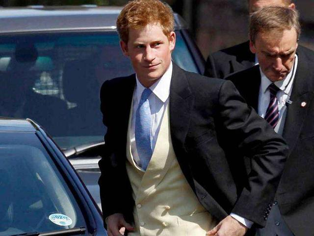 Prince Harry kissed a blonde at Vegas party?