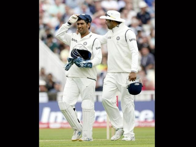 MS-Dhoni-and-VVS-Laxman-leave-the-field-for-bad-light-on-the-third-day-of-the-third-Test-against-England-at-the-Edgbaston-Cricket-Ground-Birmingham