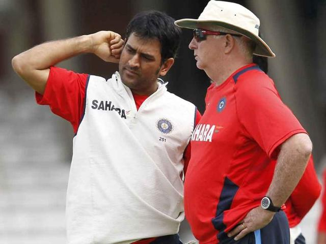 India-s-captain-and-wicketkeeper-MS-Dhoni-L-and-coach-Duncan-Fletcher-are-pictured-during-a-team-training-session-at-the-Oval-cricket-ground-in-London