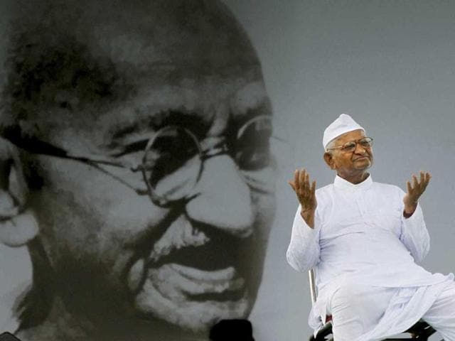 Social-activist-Anna-Hazare-sits-on-the-stage-at-Ramlila-Ground-in-New-Delhi