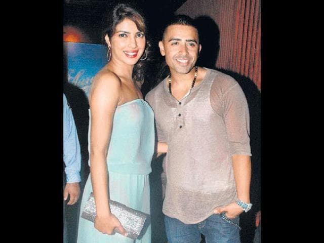 Priyanka-Chopra-who-can-t-stop-gushing-about-Brit-singer-Jay-Sean-was-spotted-dining-with-him-at-a-popular-nightspot-in-Mumbai