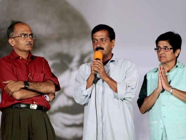 Team-Anna-members-Prashant-Bhushan-Arvind-Kejriwal-and-Kiran-Bedi-address-supporters-at-Ramlila-Maidan-in-New-Delhi-after-their-meeting-with-government-representatives