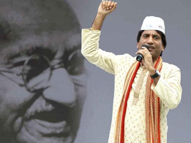 Comedian-Raju-Srivastava-joins-Anna-Hazare-s-movement-against-corruption-at-Ramlila-Ground-in-New-Delhi