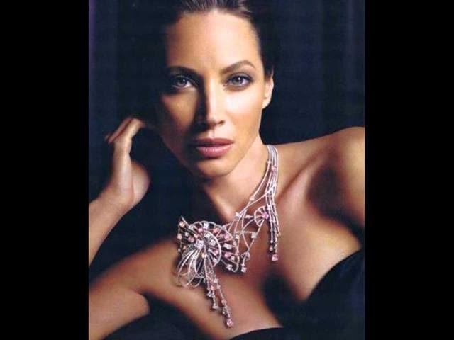 Christy-Turlington-in-Louis-Vuitton-jewels