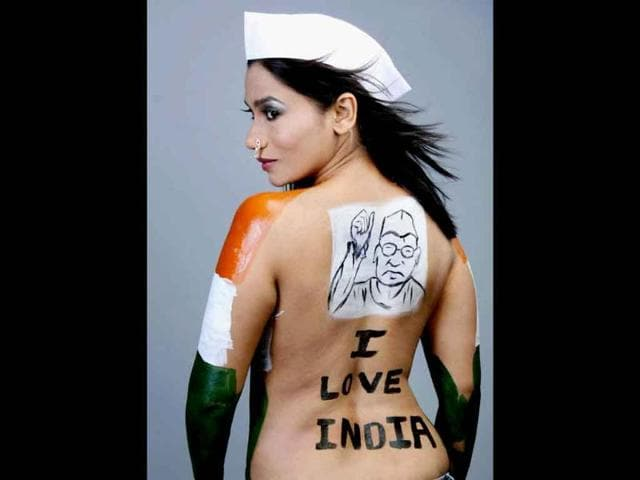 Marathi-actress-Yoggitta-Dandekar-paints-her-body-in-support-of-Anna-Hazare-s-campaign-against-corruption-in-Mumbai