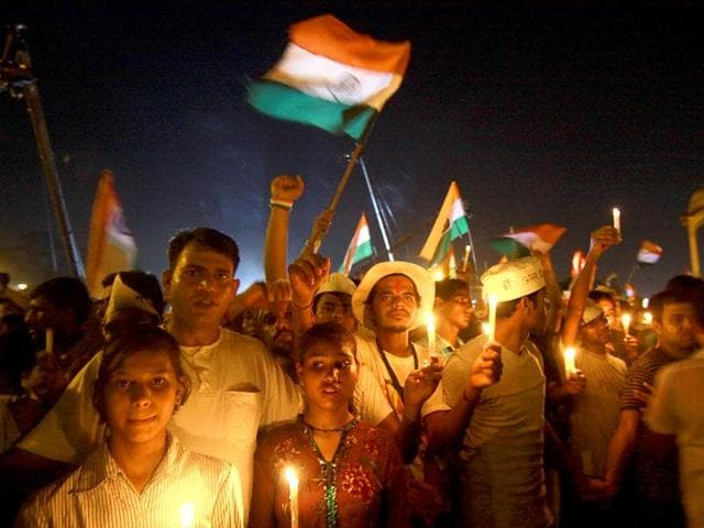 Supporters-of-Anna-Hazare-celebrating-as-government-agreed-upon-the-demands-of-Anna-Hazare-on-Lokpal-Bill-at-India-Gate-in-New-Delhi
