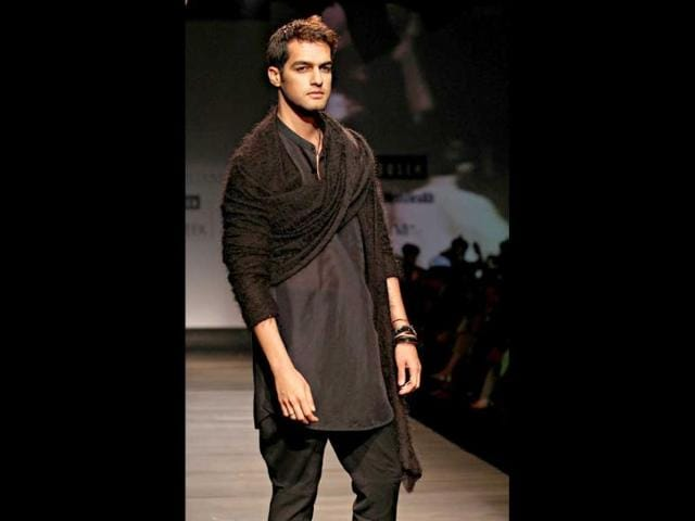 Black-shirt-beige-pants-a-chunky-belt-and-a-backpack-make-for-a-casual-yet-chic-style-on-the-ramp-Pic-Jasjeet-Plaha