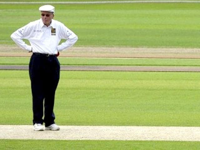 Umpire-Dickie-Bird-waits-for-the-start-of-a-celebrity-cricket-match-at-Headingley-Cricket-ground-08-June-2007-during-the-International-Indian-Film-Awards-IIFA-weekend