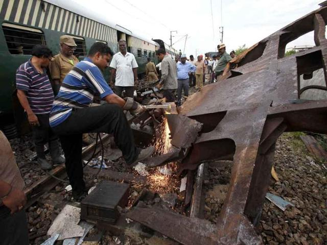 Rescue-workers-and-others-crowd-next-to-the-derailed-compartments-of-a-passenger-train-after-two-trains-collided-near-Arakkonam-southwest-of-Chennai